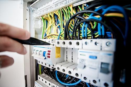Kỹ thuật vận hành và bảo trì hệ thống Điện trong nhà máy
